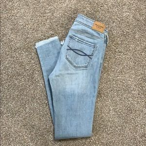 A&F Super skinny destroyed jeans in size 00R